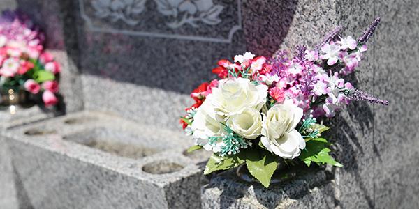 お墓参りでお花を供える☆霊園で押さえたい5つのマナー