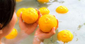 冬至に限らず柚子風呂でほっこり☆冬に楽しむ入浴法